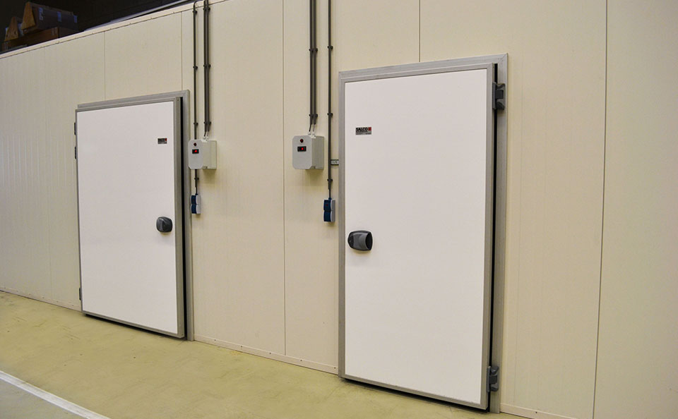 Composed of a core of 100-millimetre insulation material with polyester coating on both sides these doors are finished with Anodised Aluminium Profiles all ... & Hinged door (Chill-type) | SALCO INSULATED DOORS LLC